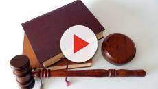 Insulta la polizia svizzera sul web. Controllato in ditta e licenziato
