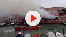 Incendio all'alba in un'abitazione nel veneziano, muore una donna
