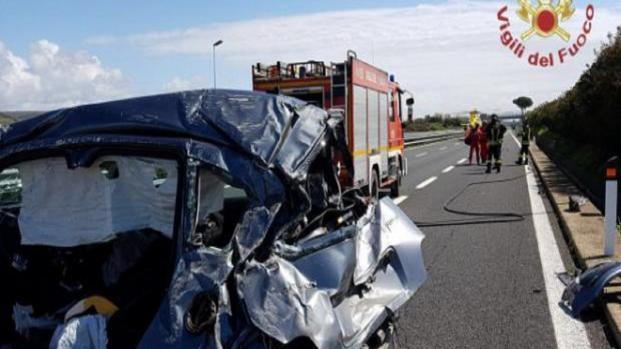 Calabria, muoiono due ragazzi in un incidente stradale sulla Statale 106
