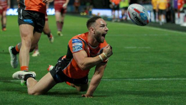 Luke Gale injury blow for Castleford Tigers