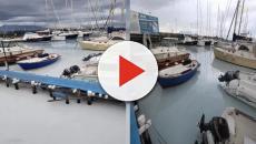 Mergellina: Il mare diventa bianco, sversamento chimico in acqua