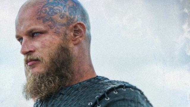 Travis Fimmel, o Ragnar da série 'Vikings', irá retornar às telinhas
