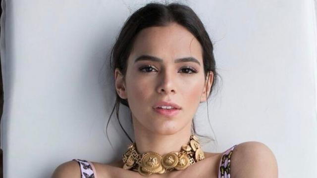Bruna Marquezine se divertiu com críticas à foto de biquíni