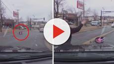 Vídeo mostra exato momento em que bebê cai do carro em movimento nos EUA