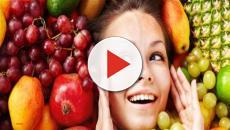 Algumas frutas ajudam a hidratar e até rejuvenescer a pele