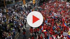 VENEZUELA/ Un inmigrante venezolano expresa su emoción ante una fecha histórica