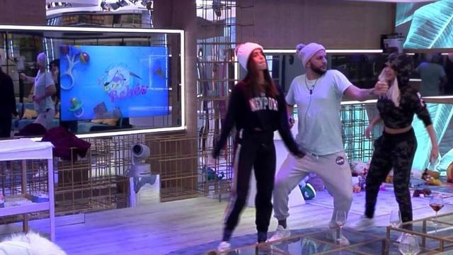 Antonio Tejado baila con Sofía e Ylenia y Candela se enfada