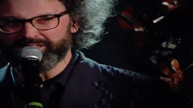 Sanremo 2019, standing ovation per Simone Cristicchi: lui si emoziona
