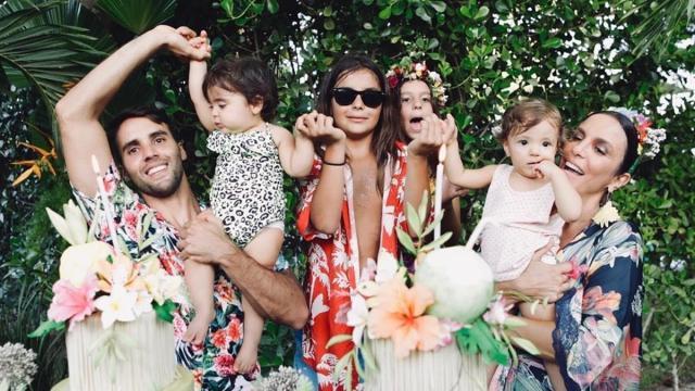 Ivete Sangalo celebra 1 ano das filhas gêmeas