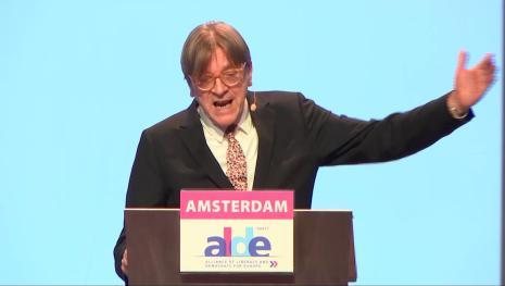 Verhofstadt duro attacco a Conte: 'L'Italia è in una degenerazione politica'