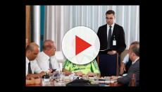 Bolsonaro usa camisa 'pirata' do Palmeiras em reunião com integrantes do governo