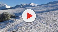 Siberia: il centro abitato del Kuzbass è ricoperto da spessa neve nera