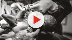 Bebê segura mão de médica antes mesmo de nascer