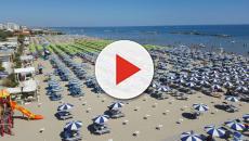 Cesena, coppia sorpresa in un rapporto intimo sulla spiaggia: ora rischiano la denuncia