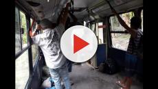 Ônibus sem assentos gera revolta em passageiros de SP