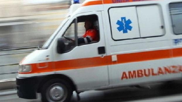 Cosenza, incidente stradale: feriti due giovani di 18 e 19 anni