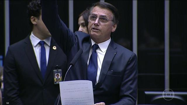 Bolsonaro posta vídeo de pornografia gay no Twitter e choca