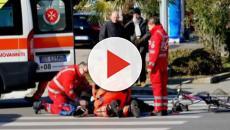 Pesaro, 80enne investito sulle strisce pedonali da un motociclista: è grave