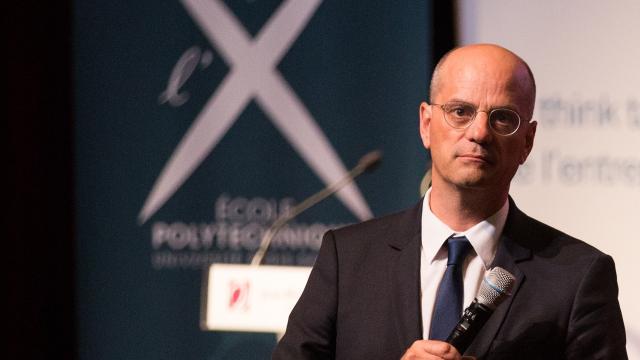 Jean-Michel Blanquer annonce la tenue de débats vendredi dans les lycées pour le climat