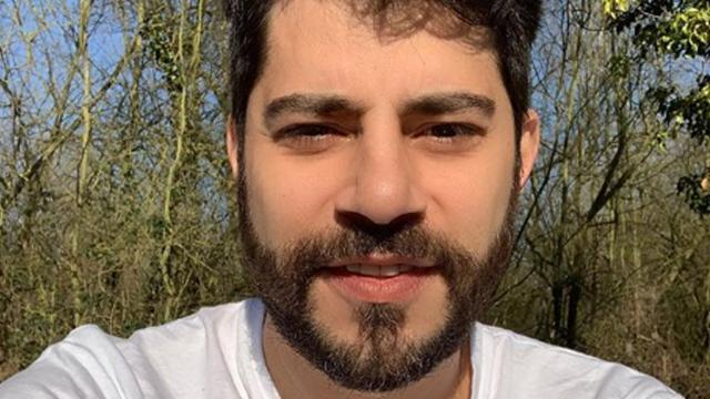 Evaristo Costa 'alfineta' padre Fábio de Melo em publicação