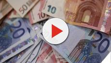 Pessoa não identificada espalha doações em dinheiro para população na Espanha
