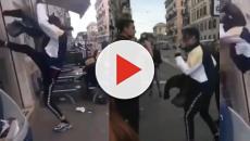 Traffik prende a calci e pugni la vetrina di un fast food nel centro di Roma