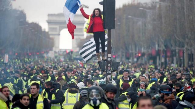 Francia anuncia que no permitirá las manifestaciones en los Campos Elíseos si hay ultras