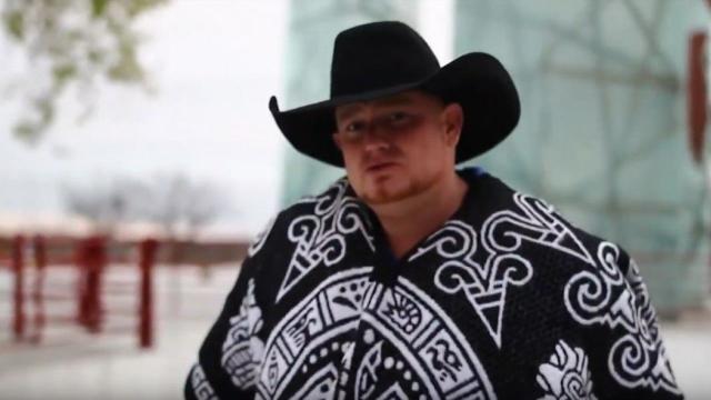 Cantor country americano morre após atirar acidentalmente em si mesmo