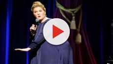 Amy Schumer fala sobre aspectos da gravidez durante seu novo especial de comédia
