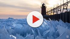 Il lago Michigan in una spettacolare distesa di cristalli di ghiaccio