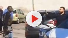 Caserta, immigrato inveisce contro i passanti: 'Vi ammazzo tutti, Paese di m....'