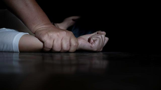 Uma garotinha de apenas 12 anos foi vítima de estupro coletivo