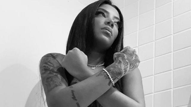 Ludmilla posta foto de calcinha e faz referência à Pantera Negra: 'Wakanda'
