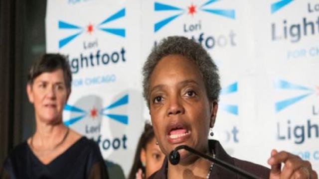 Lori Lightfoot se convierte en la primera alcadesa negra de Chicago