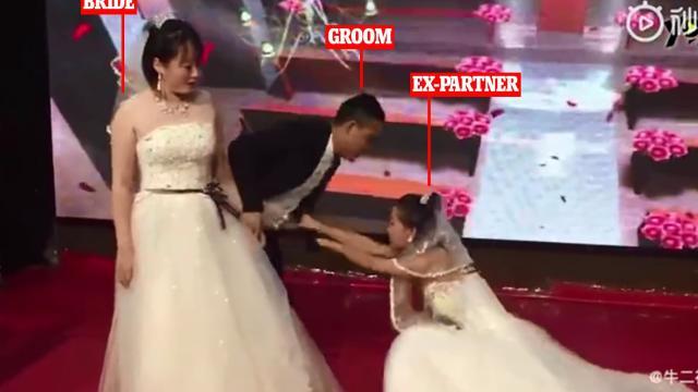 Ex-namorada invade casamento e implora para o noivo voltar para ela