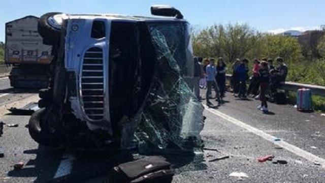 Roma: incidente sull'A1, pullman con bambini tamponato da un tir, 6 i feriti