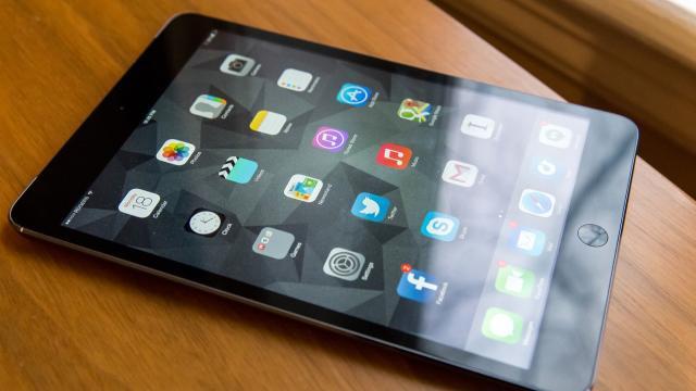 Menino de três anos bloqueia tablet do pai por 48 anos