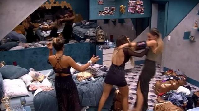 BBB19: Hariany agride Paula com um empurrão e internautas pedem expulsão