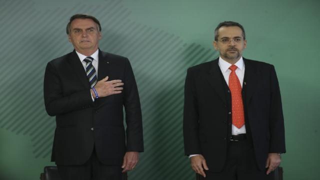 Bolsonaro não deseja que jovens tenham interesse em política