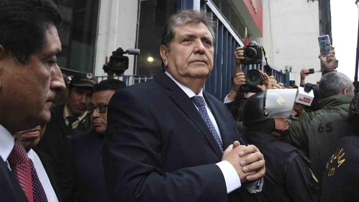 Ex-presidente do Peru se mata após receber ordem de prisão