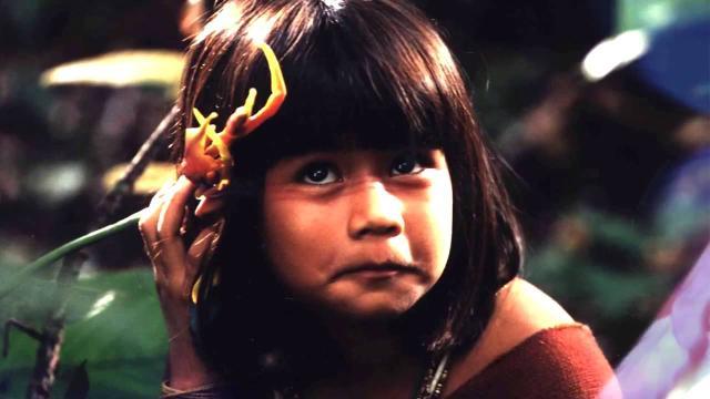 Atriz do filme 'Tainá' ressurge bem diferente e cria marca de moda com arte indígena
