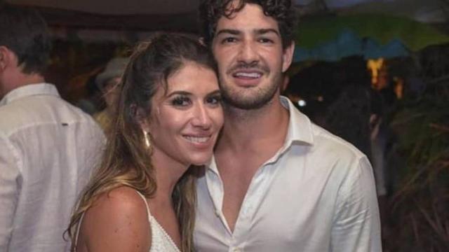 Alexandre Pato e Rebeca Abravanel realizam cerimônia de batismo juntos em SP