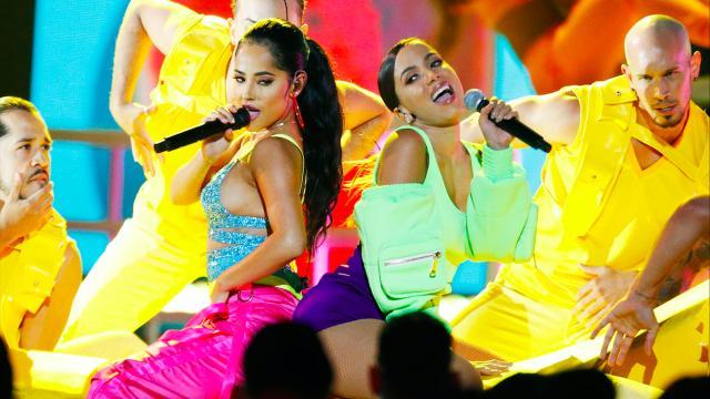 Anitta se apresentou ao vivo no Latin Billboard Music Awards