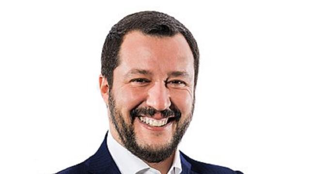 Saviano sulla polizia italiana: 'Servizio d'ordine a disposizione di Salvini'