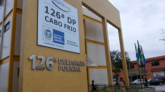 Polícia ainda busca terceiro suspeito de estuprar jovem em Cabo Frio