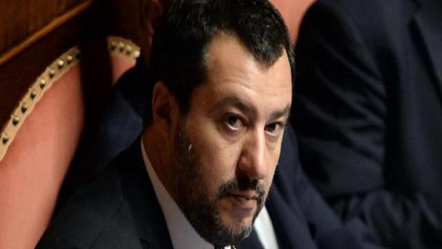 Cannabis, Saviano contro Matteo Salvini: 'ministro della malavita'