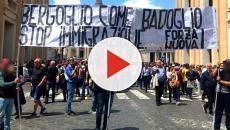I militanti di Forza Nuova hanno esposto uno striscione contro il Papa