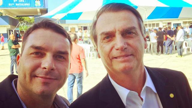 Jair Bolsonaro diz que MP está 'fazendo um esculacho' com seu filho Flávio