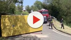 Scuolabus si ribalta a Padova, 8 bambini feriti: l'autista fugge, ma viene arrestato