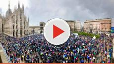 Salvini, bagno di folla in piazza Duomo: 'Chi ci definisce fascisti ha paura del futuro'